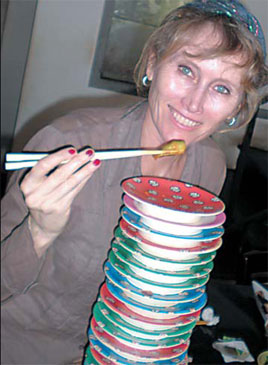 American Diane Mooney enjoys local dishes in Shantou, Guangdong province. Photos courtesy of Diane Mooney