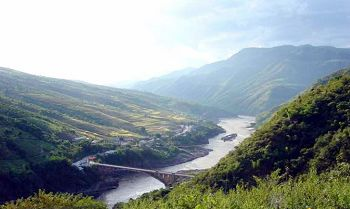 Lancang River runs through the prefecture