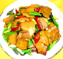 Sautéed Preserved Pork with Huangyuan Glutinous Rice Cake
