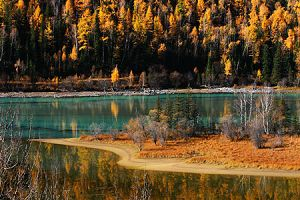 Great Spectacle of Color-changing Lake