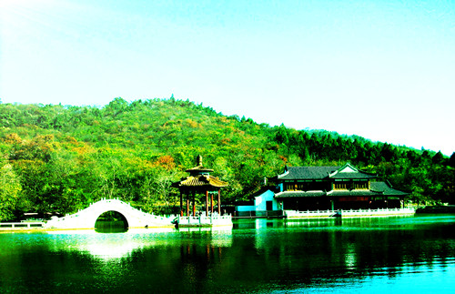 Shenxiu Lake and Zigzag bridge