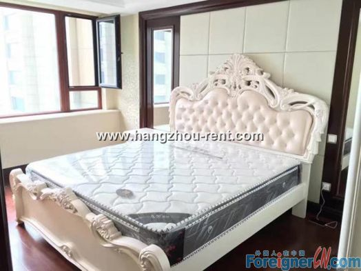Recluse Mansion Delicate Decoration with 2 bedrooms Spacious Apartment