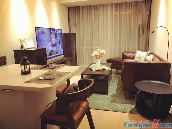 The summit, xinghai sqaure,Brand new 1br, nice furture, central a/c, good view, with gym ,mature surrouding