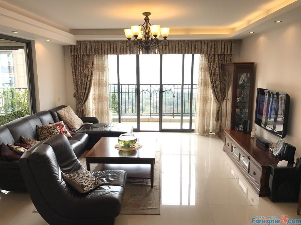 Lakeside Palace,fabulous 4rooms with lakeview,good quality furniture,first time for rent