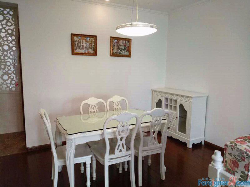 5mins walking to Times Square,nice full furnished,2bedrooms with good price.