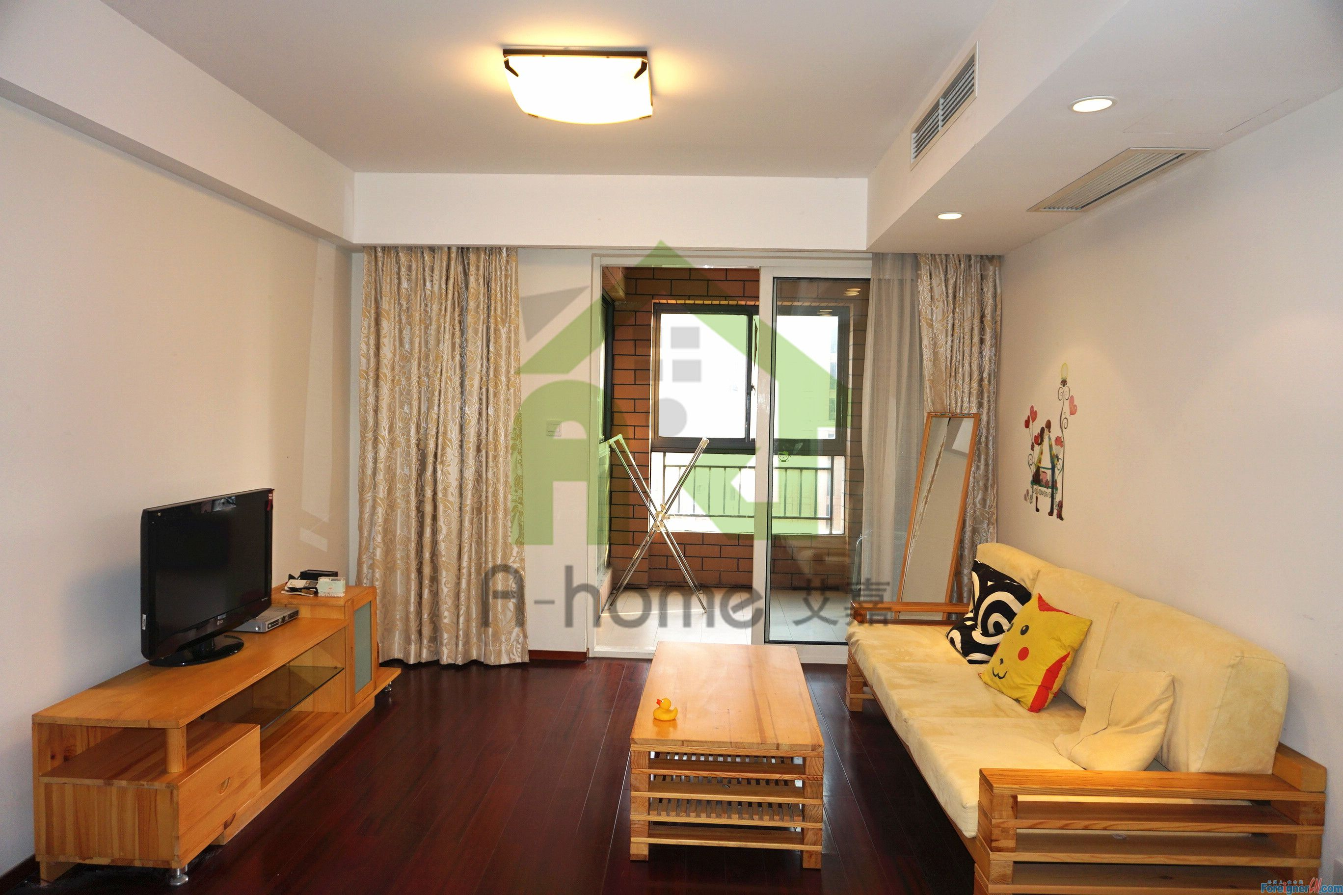 Times square, nice 2br only 4000CNY, well kept, close to metro ,international school
