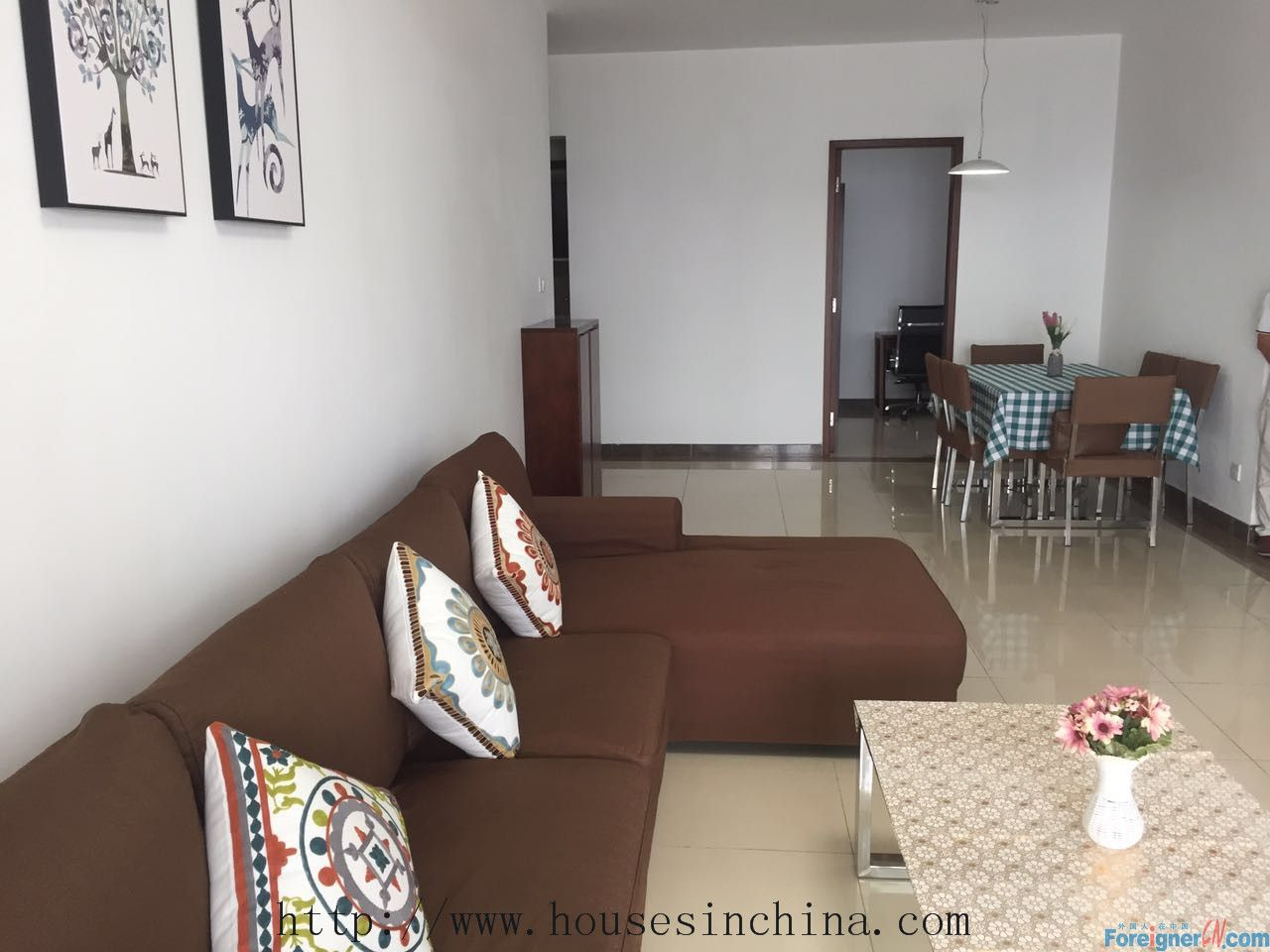Lingfeng Garden Apartment-2Br, Hotel-style management, clean and simple, facing south, 5mins walk to line5 liede metro.RMB8500 per month including tax fee