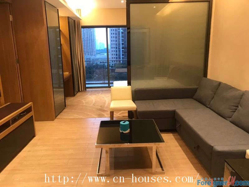 """Single room,fully furnished,good community environment,near Metro station of """"LieDe """"of Line 5."""