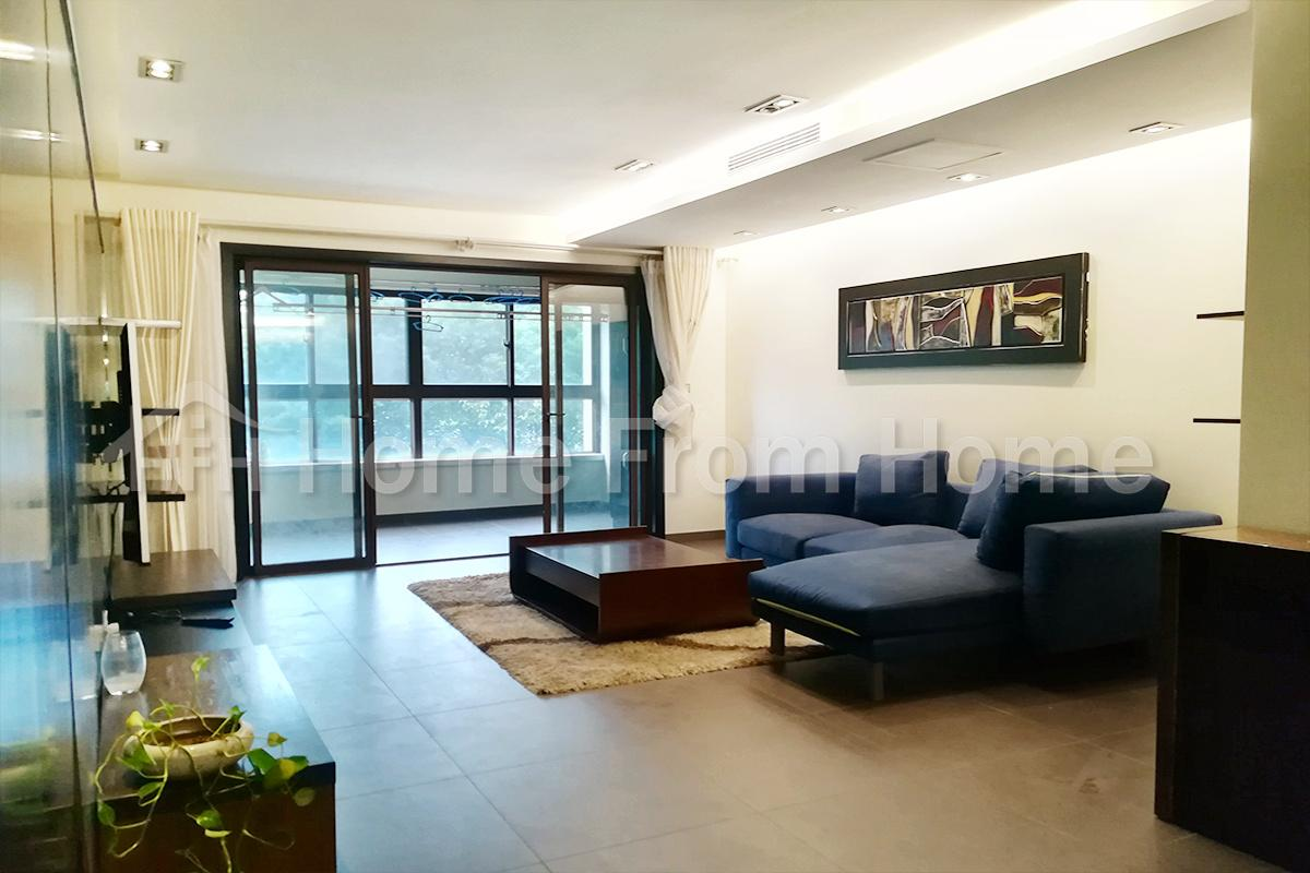 Royal Lakefront/nice 4 rooms/apartment for rent/good price