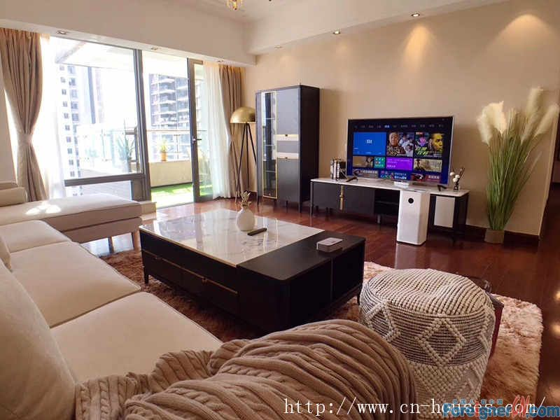 nice 4brs in Zhujiang New Town, fully furnished, luxurious and comfortable, good layout.