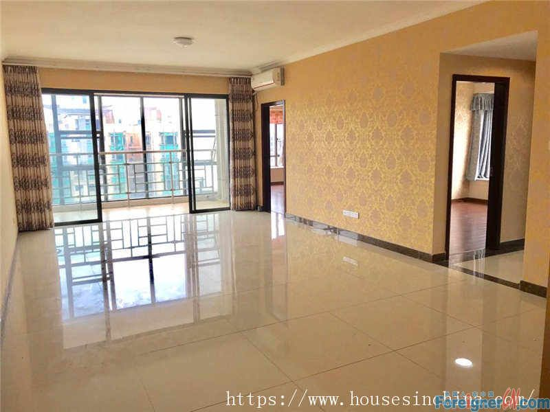 3Br,morden decorate, high floor, clean and comfortable.5mins walk to metro station.