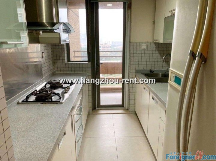 Ease Sky Plaza Opposite to Hangzhou International School for Rent Super Low Price