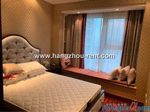Three Bedrooms Apartment in City Center For Rent