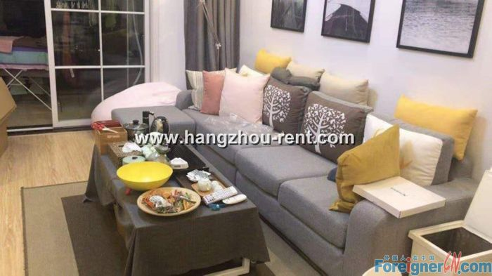 Three bedrooms apartment in Xihu District nearby Green Town School for Rent