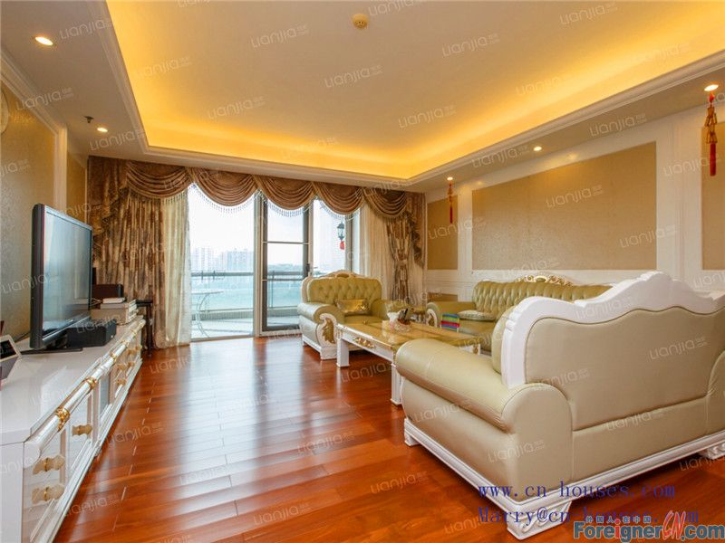 Nice 4 bedrooms, fully furnished, facing sky garden, clean and comfortable,high floor.