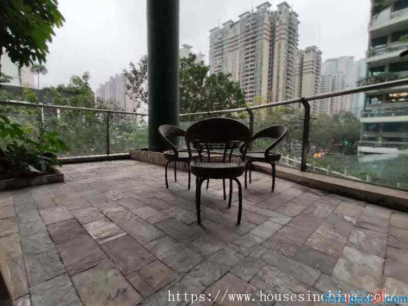 nice big 3brs,fully furnished, clean and cozy, facing garden, have a good view, nearby the subway station.