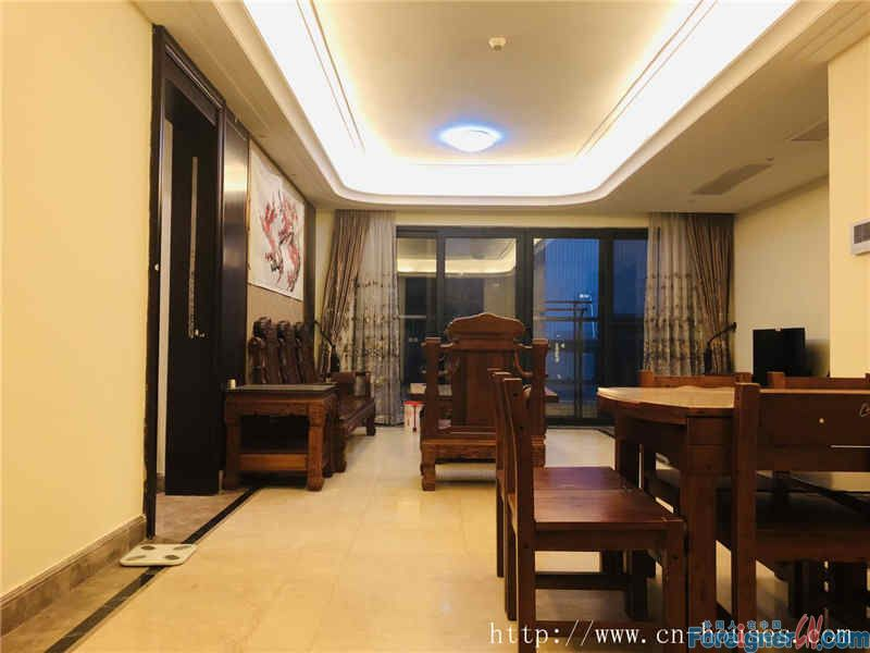 Nice 4 bedrooms, fully furnished, very quietly, good location, near the subway Station.