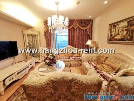 A Three Bedrooms Apartment in MIXC for Rent