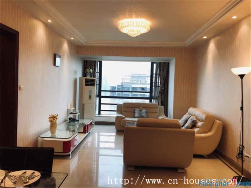 modern 3 bedrooms,fully furnished,good layout, clean comfortable,nearby the subway station