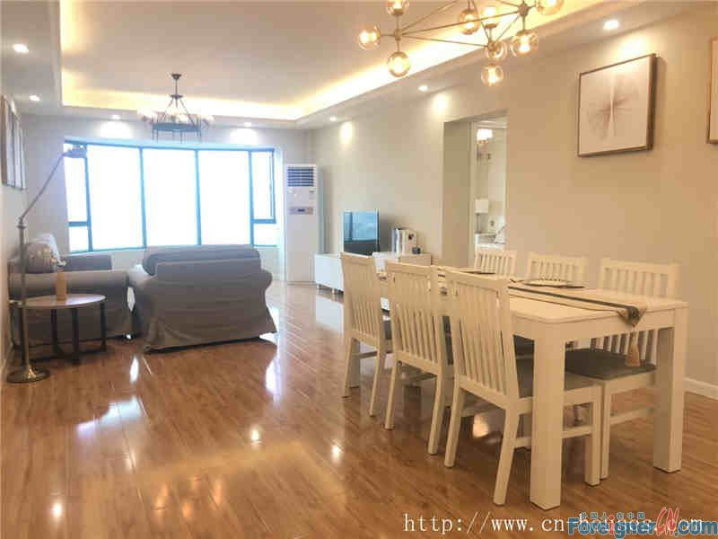 Modern 3BR,clean and tidy, quietly, amazing Pearl River View,nearby the subway station.