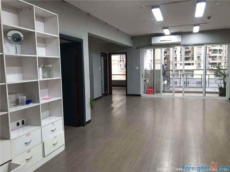3 bedrooms, can serve it for the offfice, gym room or dormitory, nearby the subway station.