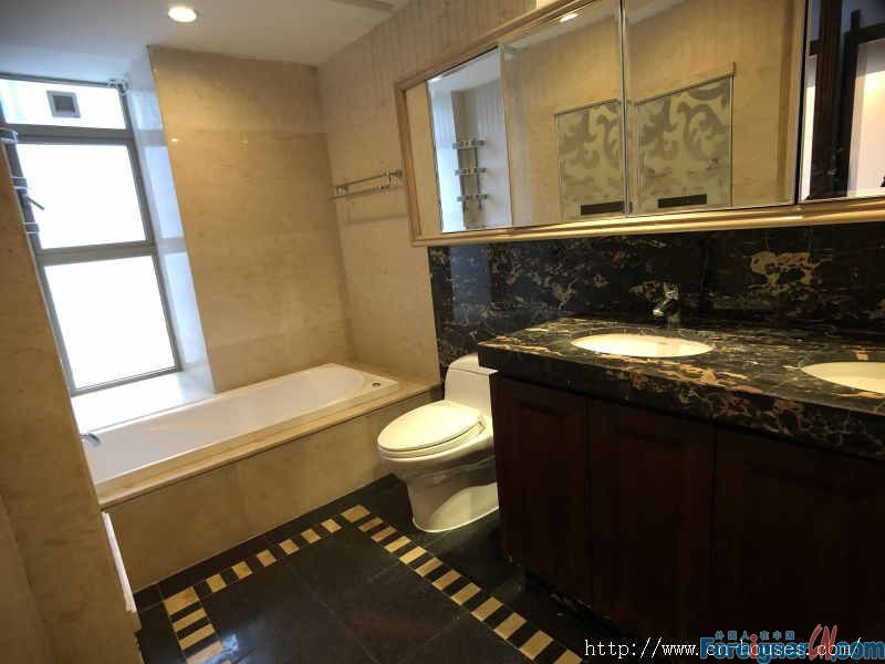 nice 2brs,fully furnished, new decoration, scarcity unit, neaby the subway station.