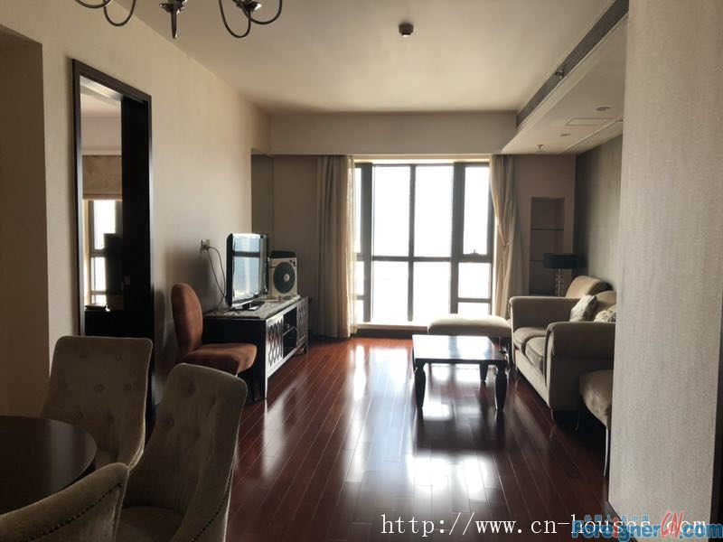 one bedroom,High floor with an open view, fully-furnished modern,Easy access to metro station and shopping mall, like GT Land and Aeon,