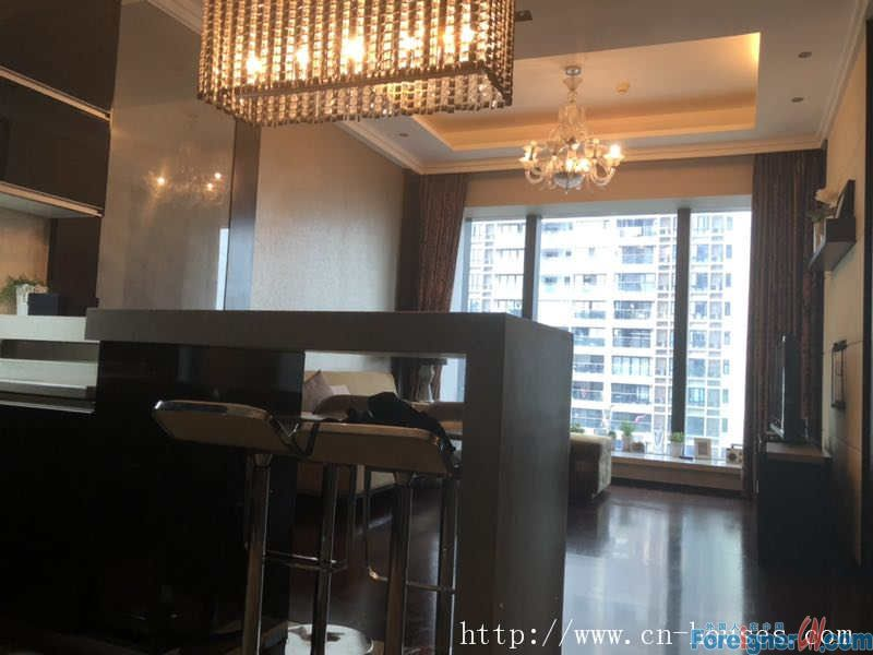 Single room, modern clean, fully furnished, big size,nice and bright,near the subway station.