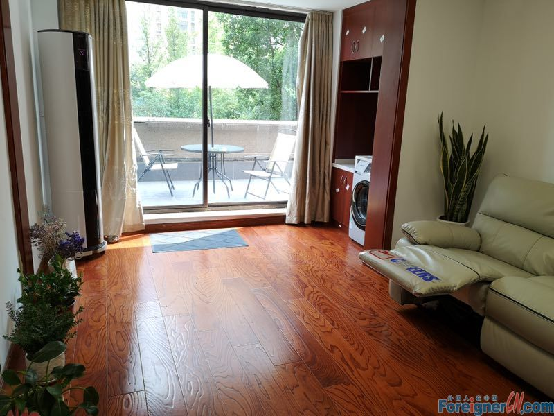 Awesome!The Younger Future City –well kept-nice landlord- convenient life –furnished spacious - open view balcony