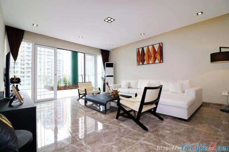 Cozy 3brs, fully furnished, on 9th floor, 168sqm and 40sqm balcony, nearby the subway station.