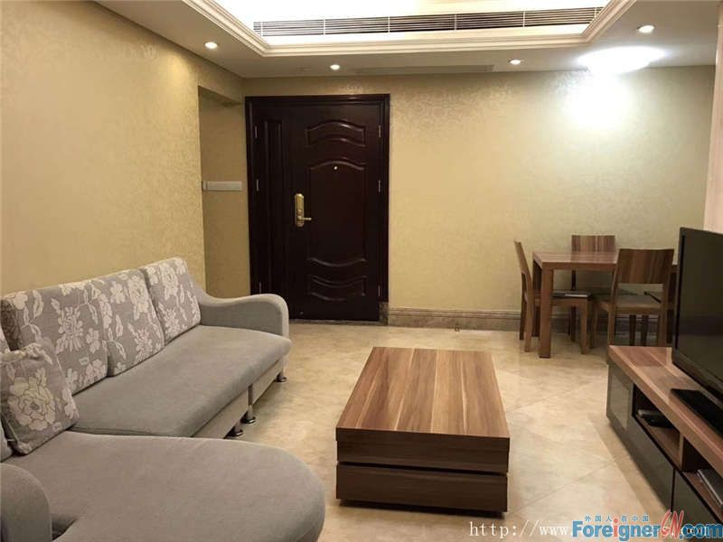 Cozy 2brs, fully furnished, facing south, can see Canton Tower, five minutes walking to subway station.
