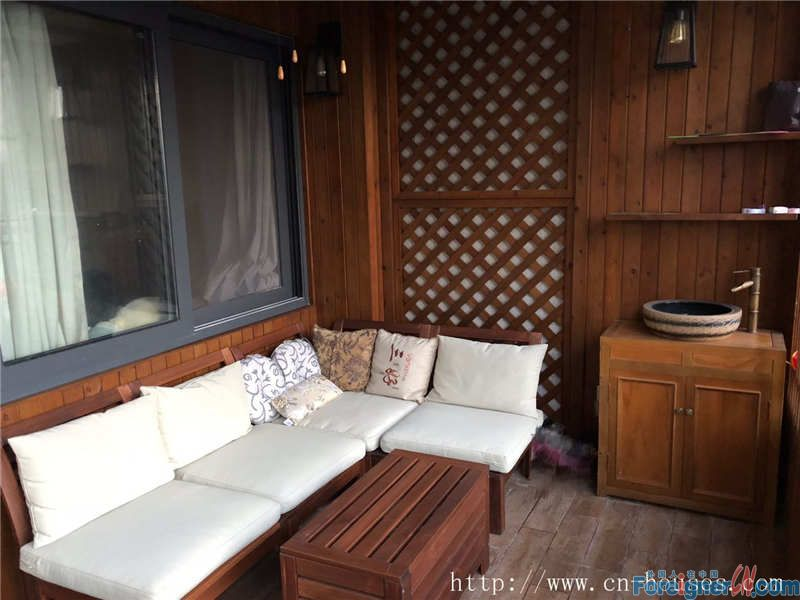 nice 4brs, fully furnished, clean cozy, high floor, new decoration, near the subway station.