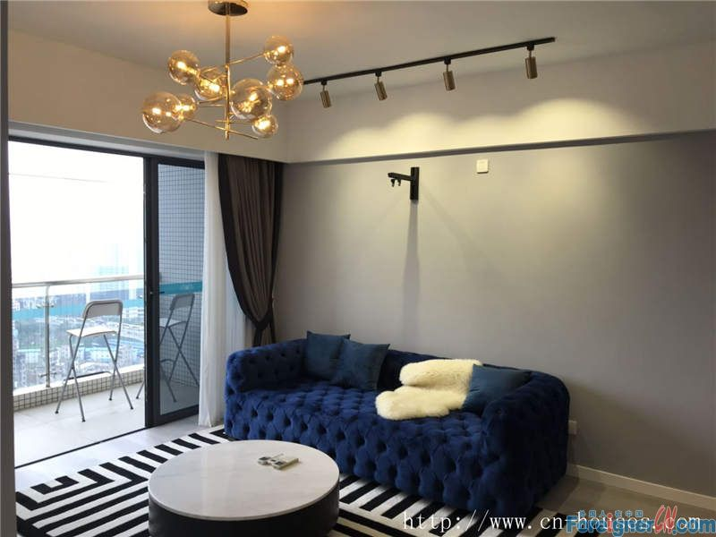 Cozy 3brs, fully furnished, hight floor, good city view, 3 minutes walking to subway station.