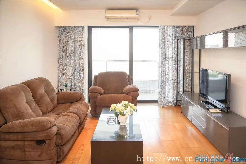 Cozy two-bedrooms apartment in Zhujiang New Town, fully furnished, 3 minutes walking to subway station.