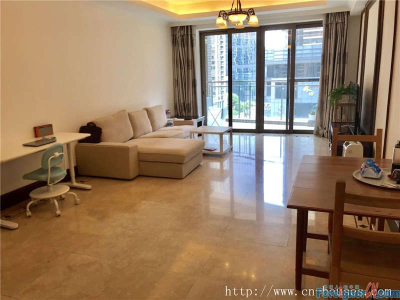 Cozy 3brs, fully furnished, CBD area, super convenient, 3 minutes walking to subway station.
