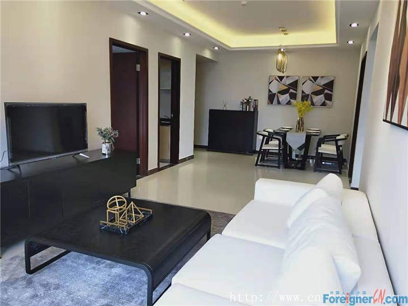 Cozy 3brs, fully furnished, nearby the Pazhou metro station and the Canton fair pavilion.