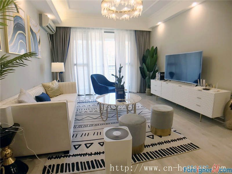 Cozy 3brs, fully furnished, on 17th floor, good city view, 5 minutes walking to subway station.