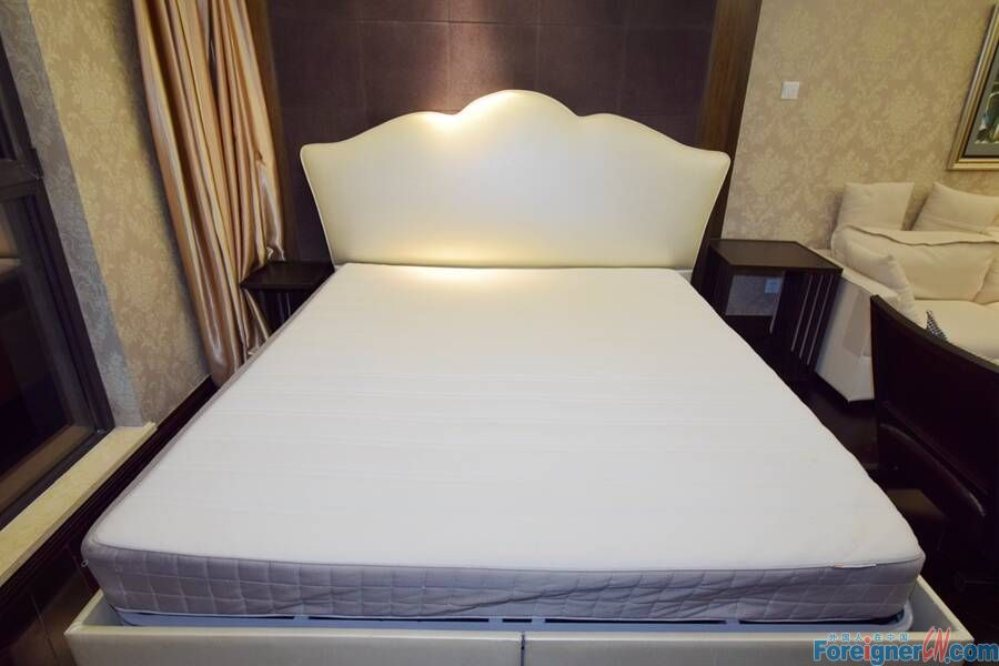 【No.8 in the East, Open Room RENTING】High Quality Simple Style Open Room, Price 9,900 Rmb per Month