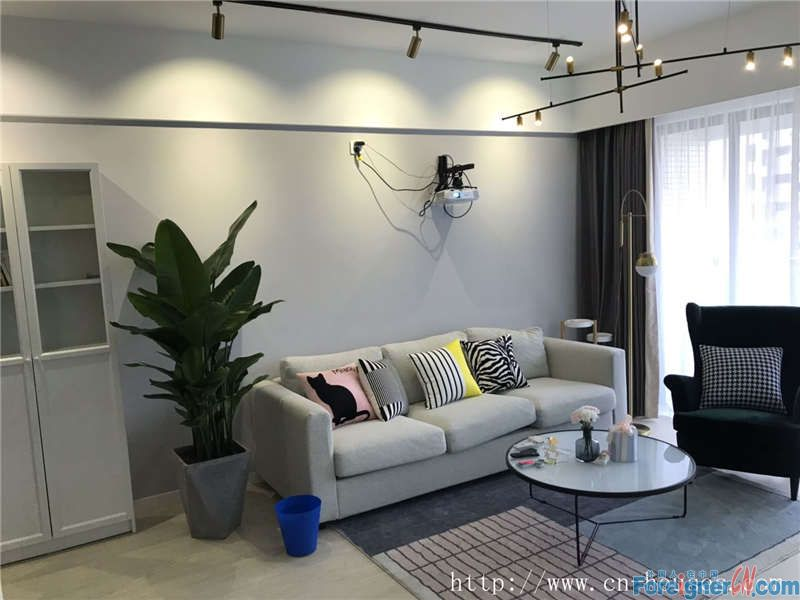 Cozy 2brs, fully furnished,High-grade community, facing gardern, nearby the subway station.