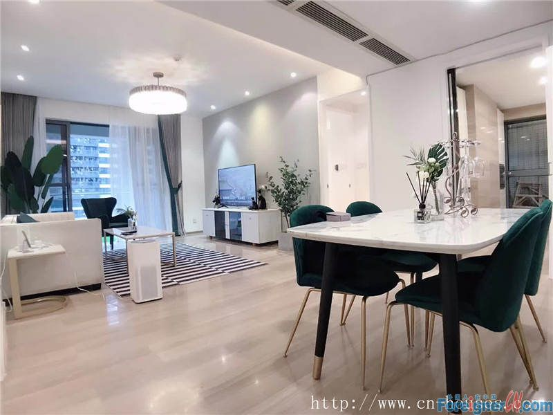 Cozy 3brs, fully furnished, high-end compound, 3mins to metro station.