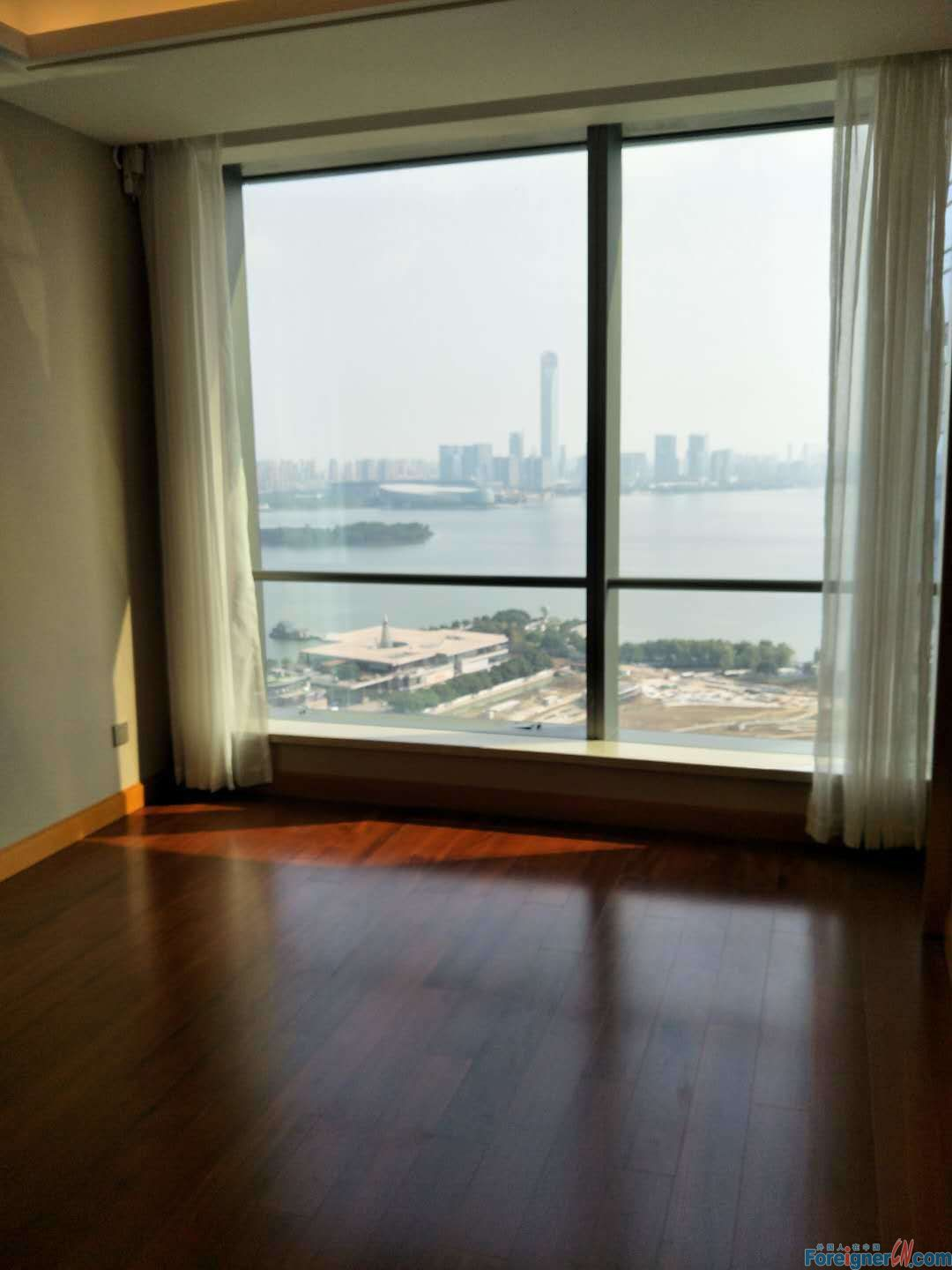 Amazing lakeview floor heating suzhou center 2 rooms with parking