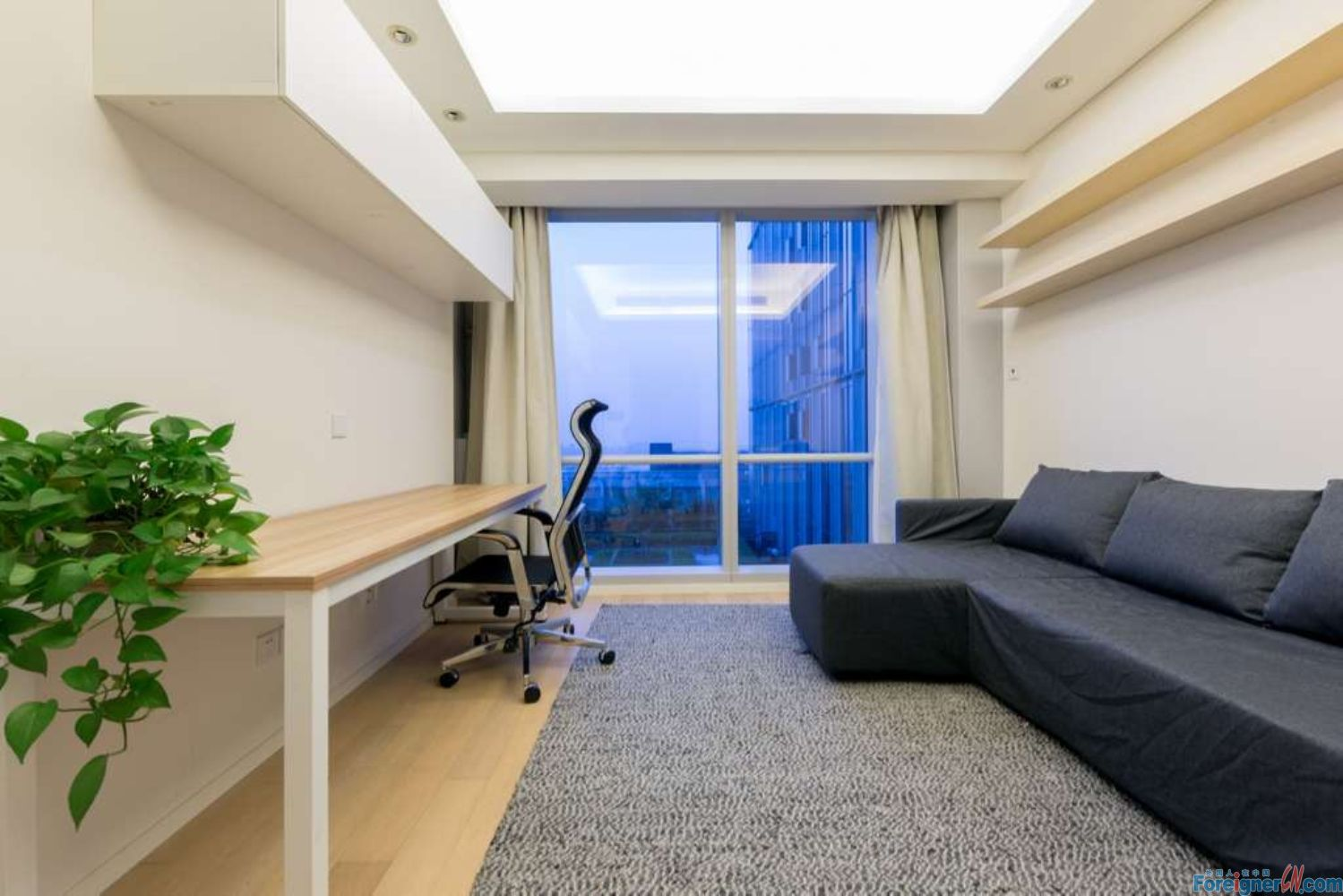 Nice location!!! The Summit-well kept -clean -cozy decoration-near metro