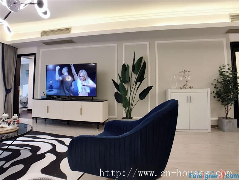 Morden interior design and full-sight view of Zhujiang Park.