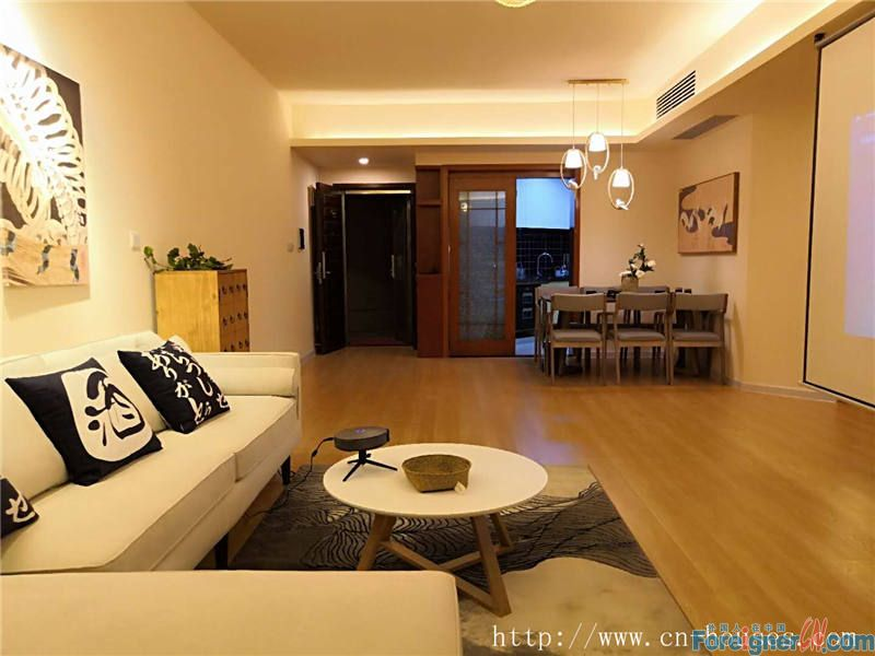 South direction, cozy accommodation with a breath-taking view of Canton Tower.