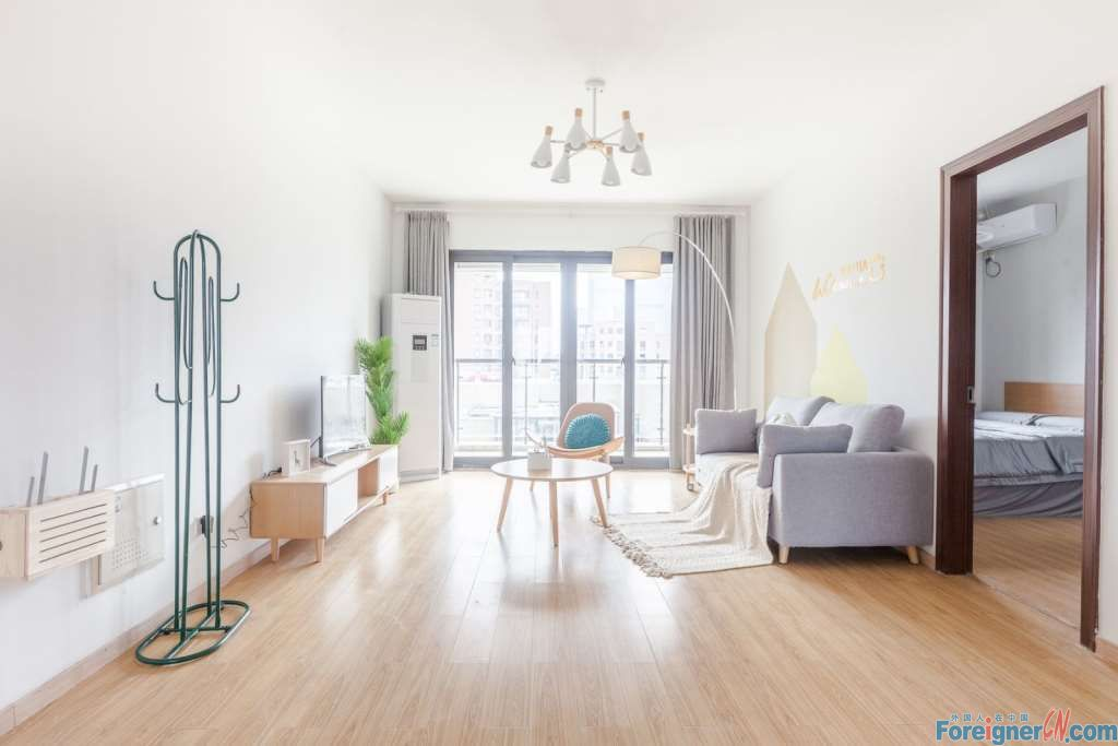 Nice location!! Elegant Character –lots of light-view balcony-convenient life - nearby subway station