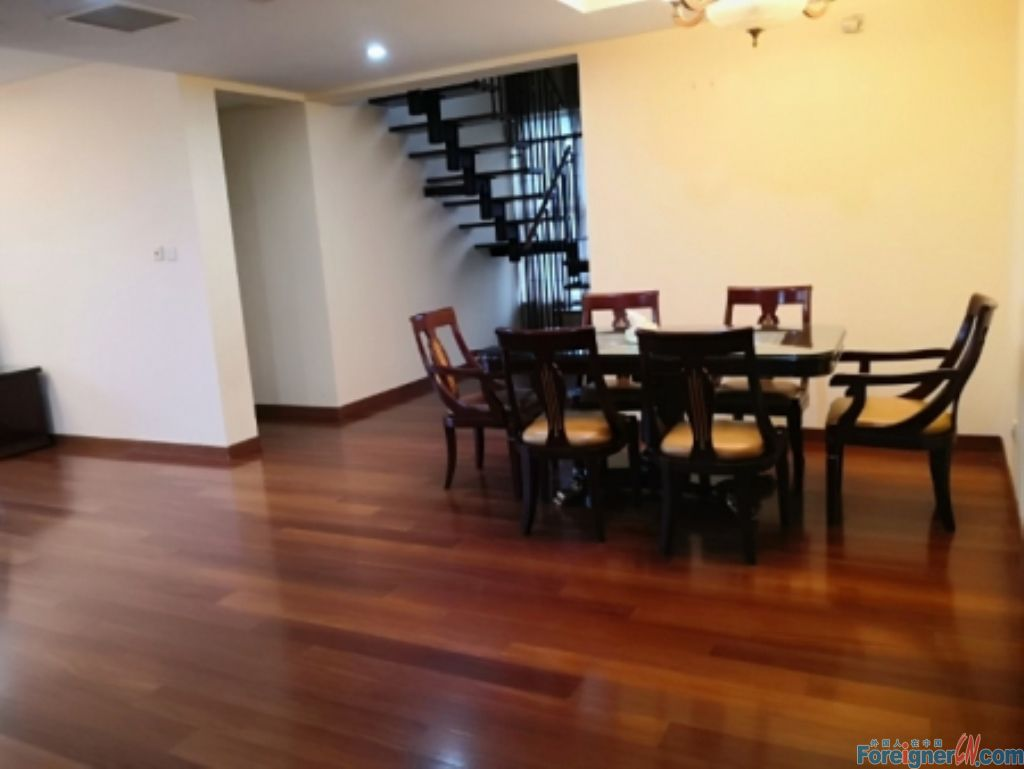 Four Season/ 4 bdrs with central AC -elegant decoration-spacious-well kept