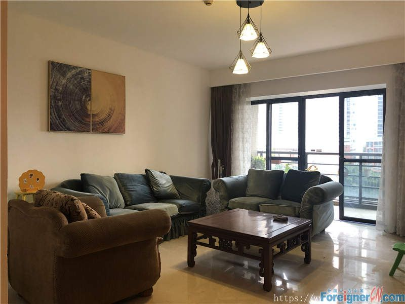 nice 4brs in Zhujiang New Town, fully furnished, on the 6th floor, nearby the metro station.