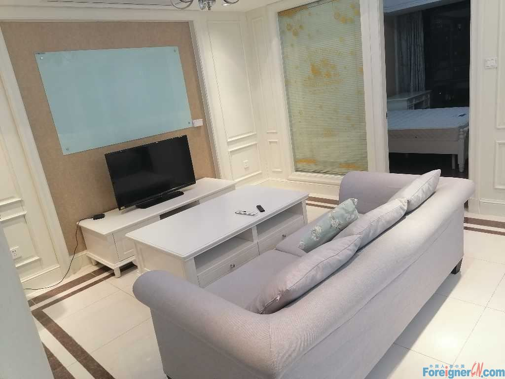 Condos rent in Suzhou 2bdrs–spacious -convenient life- lots of light