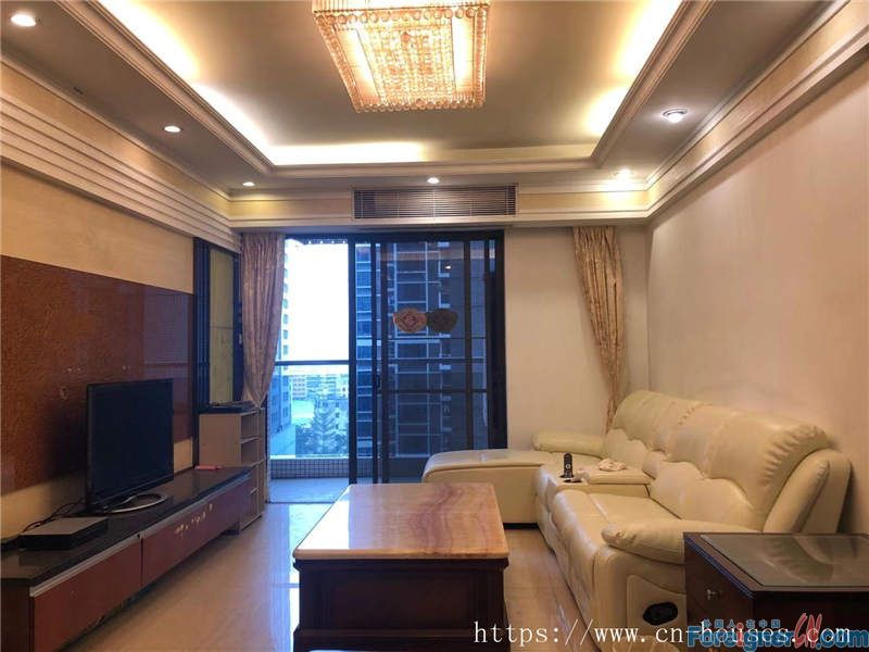 Cozy 3brs, fully furnished, high floor, bright and clean,  nearby the metro station.