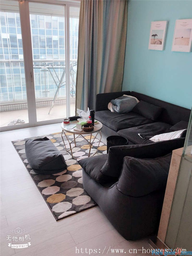 Single room, fully furnished, high floor, bright and clean,  nearby the metro station.